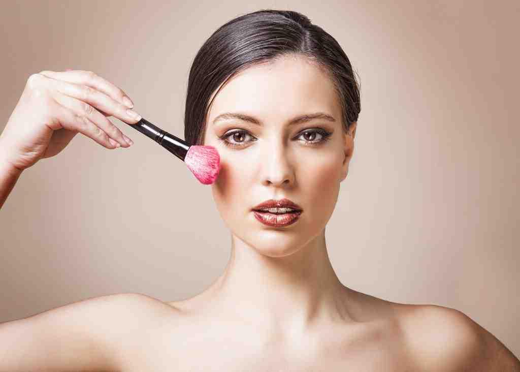 Comment appliquer le blush selon la forme du visage ?