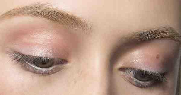 Comment colorer les sourcils blancs ?