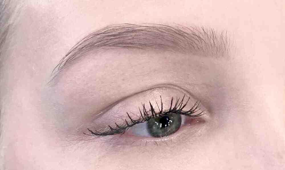 Comment se teindre les sourcils naturellement ?